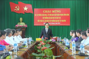 Bộ trưởng Bộ GD&ĐT Phùng Xuân Nhạ thăm và làm việc tại Trường ĐH Tây Nguyên