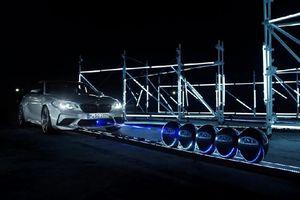 Clip: BMW M2 Competition lập kỷ lục bắn vỡ bóng bằng laze