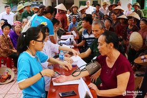 Hơn 600 người nghèo, gia đình chính sách ở Quỳnh Lưu được khám, cấp thuốc miễn phí
