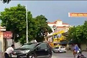 Thái Bình: Điều tra việc bảo vệ ngân hàng đập phá ô tô trước trụ sở