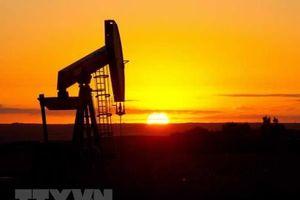 Giá dầu giảm tuần thứ tư trong năm tuần qua