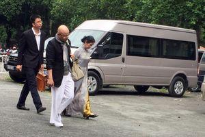 Ông Đặng Lê Nguyên Vũ và vợ lần đầu tiên cùng ra tòa