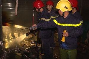 Cứu 5 người trong một gia đình trong căn nhà bốc cháy