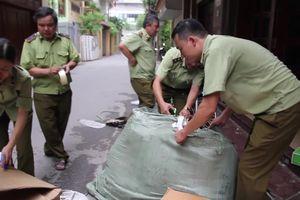 Thu giữ hàng ngàn túi xách, giày dép không rõ xuất xứ ở Hà Nội