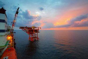 Giá dầu giảm tuần thứ 4 do triển vọng nguồn cung tăng