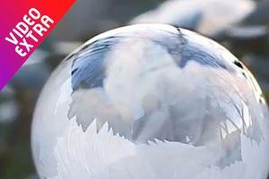 Vẻ đẹp khó rời mắt khi bong bóng xà phòng đông tuyết