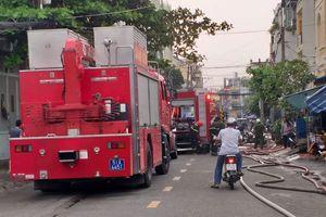 TP HCM: Cháy kho sản xuất bao bì trong cơn mưa lớn