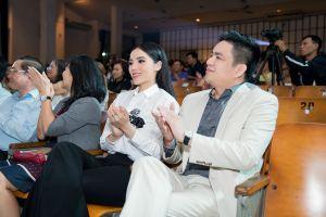 Hoa hậu Kỳ Duyên gây chú ý khi xuất hiện cùng bác sĩ Chiêm Quốc Thái