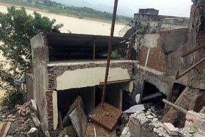 Cận cảnh những ngôi nhà bị 'hà bá' sông Đà nuốt chửng