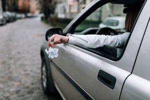 1/3 người Pháp vẫn ném rác ra ngoài cửa sổ xe ôtô