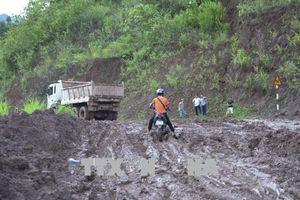 Thông tuyến Quốc lộ 4H do sạt lở núi tại bản Nà Khuyết, xe gầm thấp đã có thể đi lại