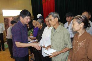240 suất quà đến với bà con vùng lũ huyện Thanh Sơn và Tân Sơn