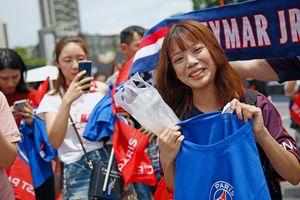 Sang Trung Quốc, Neymar được chào đón như người Hùng
