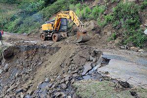 12 người chết và mất tích do mưa lũ, mực nước sông Hồng đang lên nhanh
