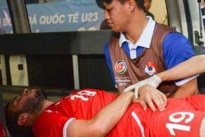 Thắng U23 Uzbekistan, cầu thủ U23 Palestine gãy chân phải đi cấp cứu