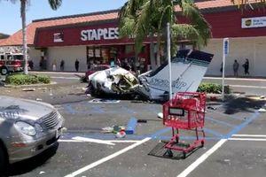 Mỹ: Máy bay đâm xuống bãi đỗ xe, toàn bộ phi hành đoàn thiệt mạng