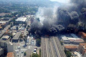 Xe tải, xe bồn đâm nhau gây nổ lớn gần sân bay Ý