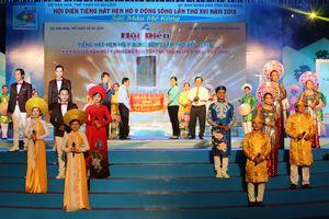 Bế mạc Hội diễn 'Tiếng hát hẹn hò 9 dòng sông', trao cờ đăng cai cho Bạc Liêu vào năm 2020