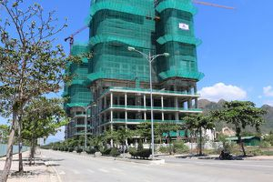 Nha Trang: Làm chưa hết 1km đường đã được giao 1ha 'đất vàng'