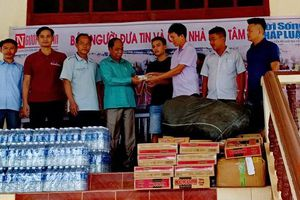 Bạn đọc báo Người Đưa Tin hướng về vùng lũ Attapeu – Lào