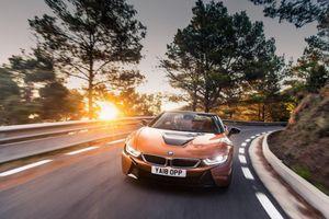 BMW i8 Roadster có giá bán cao ngất ngưởng tại thị trường Anh quốc