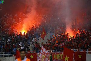 'Vết gợn' pháo sáng trong trận Olympic Việt Nam 1-0 Oman