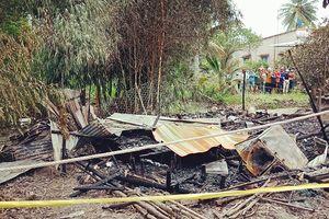 Chém vợ, tưới xăng đốt nhà làm 2 mẹ con tử vong