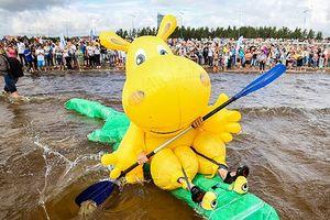Chùm ảnh: Lễ hội phao cực vui nhộn ở St. Petersburg, Nga