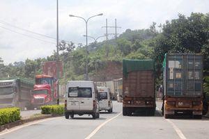 Xuất nhập khẩu qua cửa khẩu Lao Bảo tăng đột biến