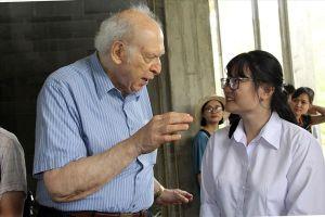 Giáo sư đoạt giải Nobel giao lưu với học sinh các đội Olympic Việt Nam