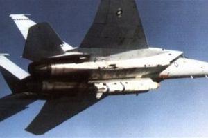 Sự nguy hiểm khi F-15 mang tên lửa ASM-135