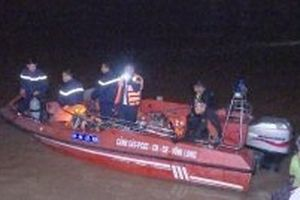 Nỗ lực tìm kiếm bé gái mất tích vụ chìm sà-lan chở gạch