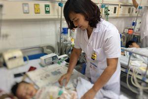 Bệnh viện Việt Đức cứu sống một bệnh nhân nhi nhiễm ấu trùng giun từ chó mèo