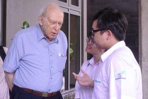 Giáo sư Jerome Friendman: 'Lúc khó khăn nên đi tìm sự hỗ trợ'