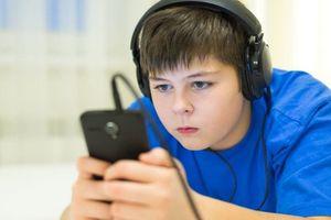 Dành quá nhiều thời gian trên màn hình làm tăng nguy cơ béo phì ở trẻ