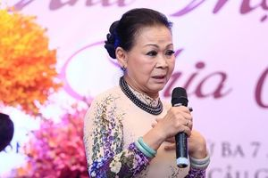 Ca sĩ Khánh Ly: 'Có người hỏi con tôi, xác mẹ đưa về chưa?'