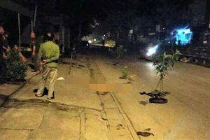 2 nam thanh niên bất động trên quốc lộ lúc nửa đêm