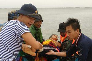 Quân y đảo Sơn Ca cấp cứu thành công ngư dân bị tai nạn nặng trên biển