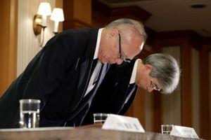 Lãnh đạo ĐH Y Tokyo cúi gập người nhận lỗi đã sửa điểm thi để đánh rớt thí sinh nữ
