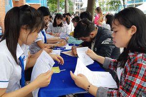 Điểm chuẩn giảm: Nhiều trường vẫn phải tuyển nguyện vọng bổ sung