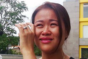 Cư dân Carina bật khóc trong ngày cuối nhận tiền hỗ trợ