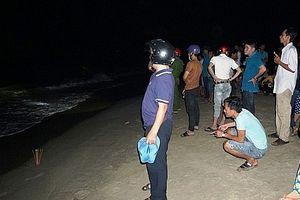 Đi tắm biển, 3 học sinh bị sóng cuốn tử vong