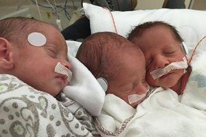 Sản phụ vừa sơ cứu cho con vừa sinh hai bé khác