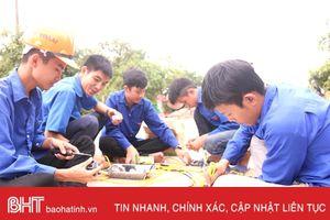 8 công trình đường điện thanh niên thắp sáng làng quê ở Cẩm Sơn
