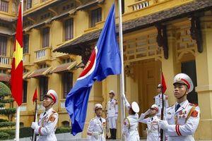 Lễ thượng cờ nhân kỷ niệm 51 năm Ngày thành lập ASEAN