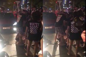 Hà Nội: Người vợ bế con nhỏ lao vào đánh ghen 'bồ nhí' của chồng giữa phố