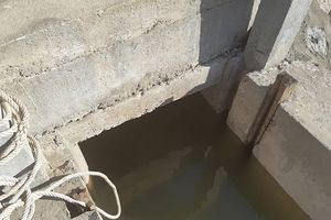 Nhà thầu xây kè 'quên' lắp tấm chắn cống, nước mặn xâm thực khu dân cư