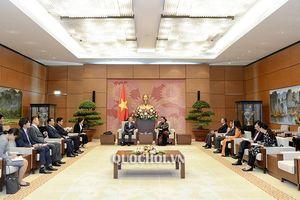 Phó Chủ tịch Thường trực Quốc hội Tòng Thị Phóng tiếp Đoàn Ủy ban Điều hành Quốc hội Hàn Quốc