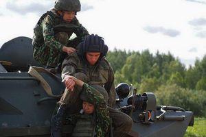 Nữ chiến sĩ quân y Việt Nam tranh tài tại nội dung Sơ cứu chiến trường