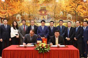 Hà Nội ký biên bản hợp tác xây dựng chợ đầu mối quốc tế nông sản